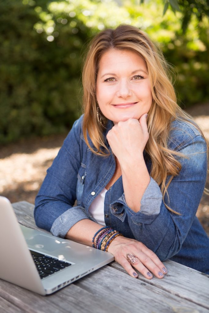 tahni voelz sitting at a picnic table on her computer